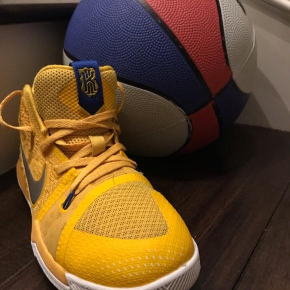 e5a4fa88ac5 Kyrie Irving 3 boys basketball sneakers. M 5be8e68f951996ab397e2b91
